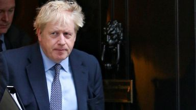 Борис Джонсън е на път да спечели изборите с малка преднина