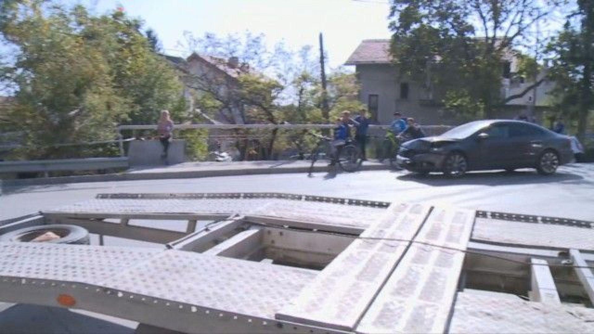 Две коли се сблъскаха в Бистрица. Единият автомобил се е