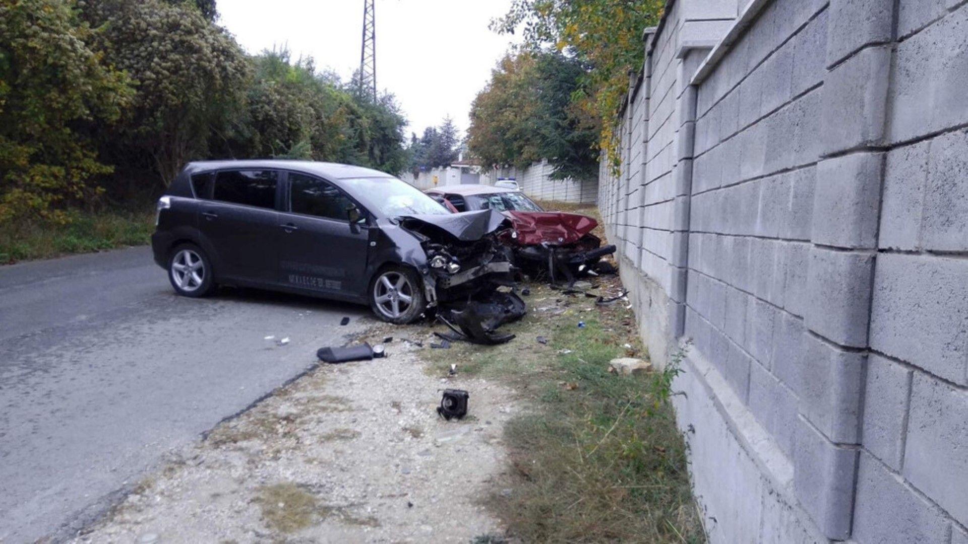 Двама души пострадаха при катастрофа край Шумен