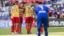 Мексиканският футбол се превърна в цирк