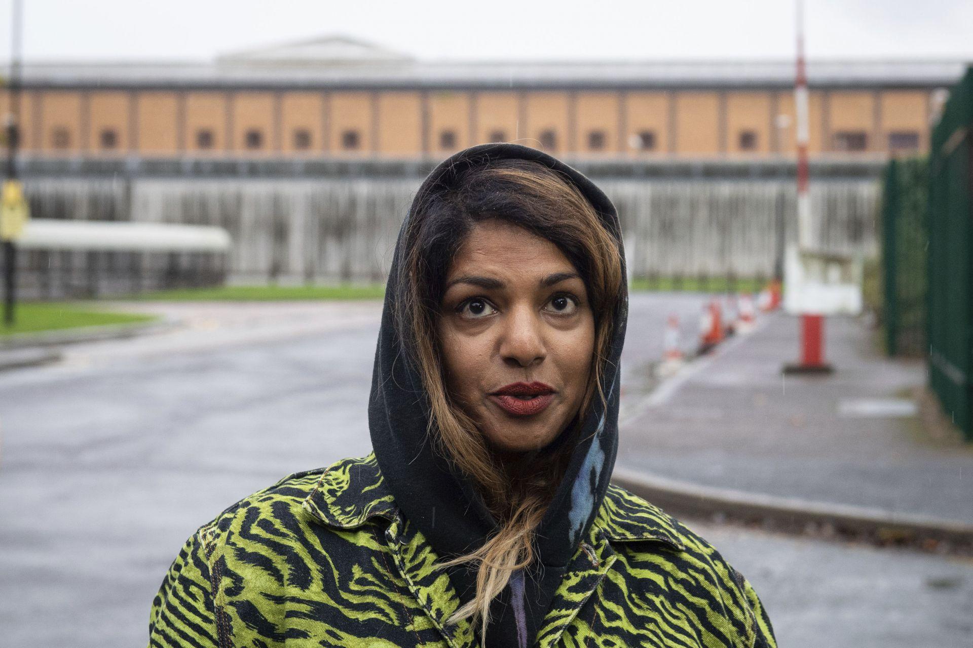 Рапърката Миа посети Асандж в затвора през октомври