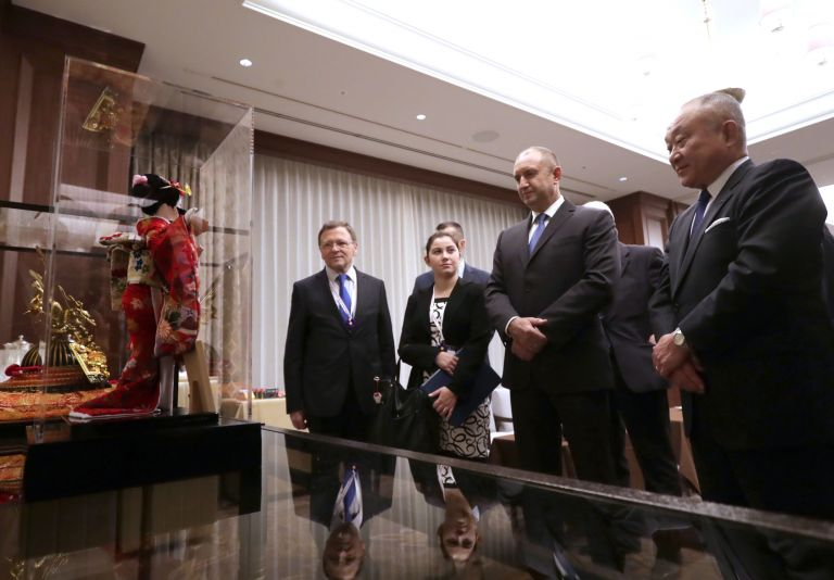 """Държавният глава Румен Радев на среща с Кадзуо Кавамура, президент на """"Мейджи Холдинг"""", Кацунари Мацуда, президент на """"Мейджи АД"""" и с ръководството на японската корпорация"""
