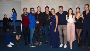 """Предложение за брак развълнува зрителите на лондонската премиера на """"Завръщане"""""""