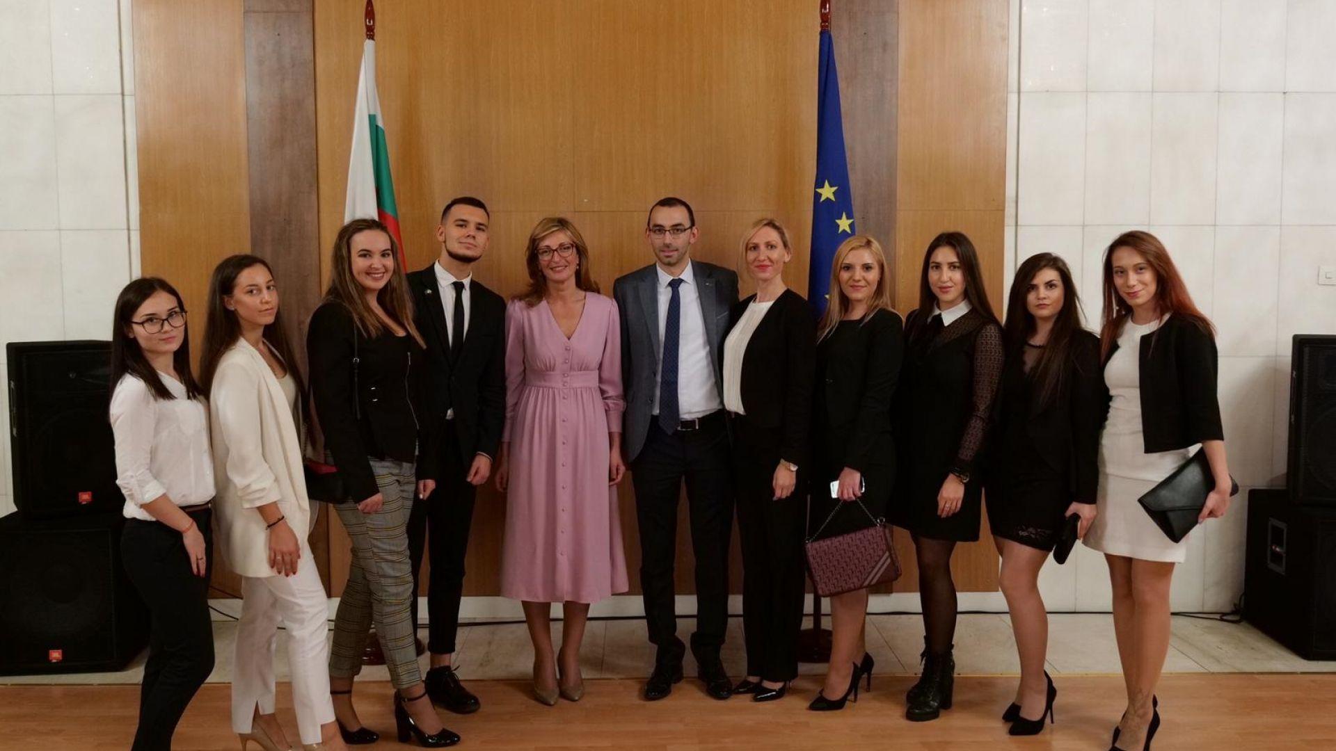 Захариева очаква скоро нашите студенти в Русия да получат право на работа