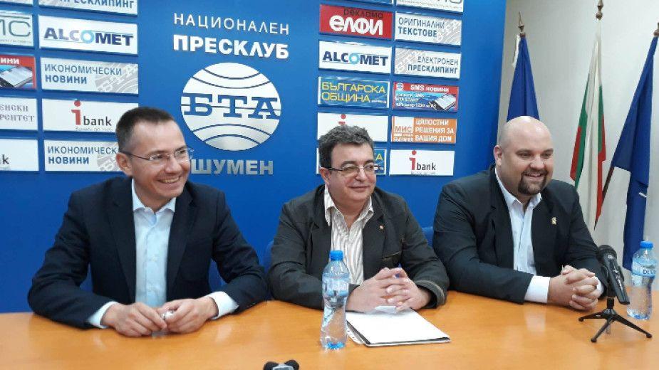Ангел Джамбазки даде висока оценка на доц. Стефан Минков (в средата)