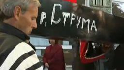 """Протестиращи рибари """"погребаха"""" Струма и язовир """"Пчелина"""" (видео)"""