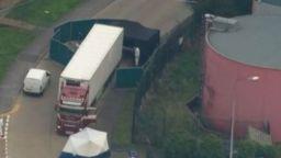 Борис Джонсън потресен от намирането на 39 тела в камион в Англия