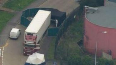 Борис Джонсън потресен от 39-те трупа в камион от България (видео)