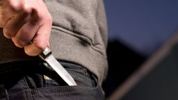 Пиян нападна с нож полицай