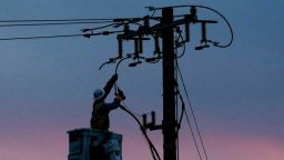 Половин милион души в Калифорния отново без електричество