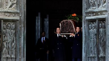 Преместиха тялото на Франко от мавзолея 44  г. след смъртта му (снимки)
