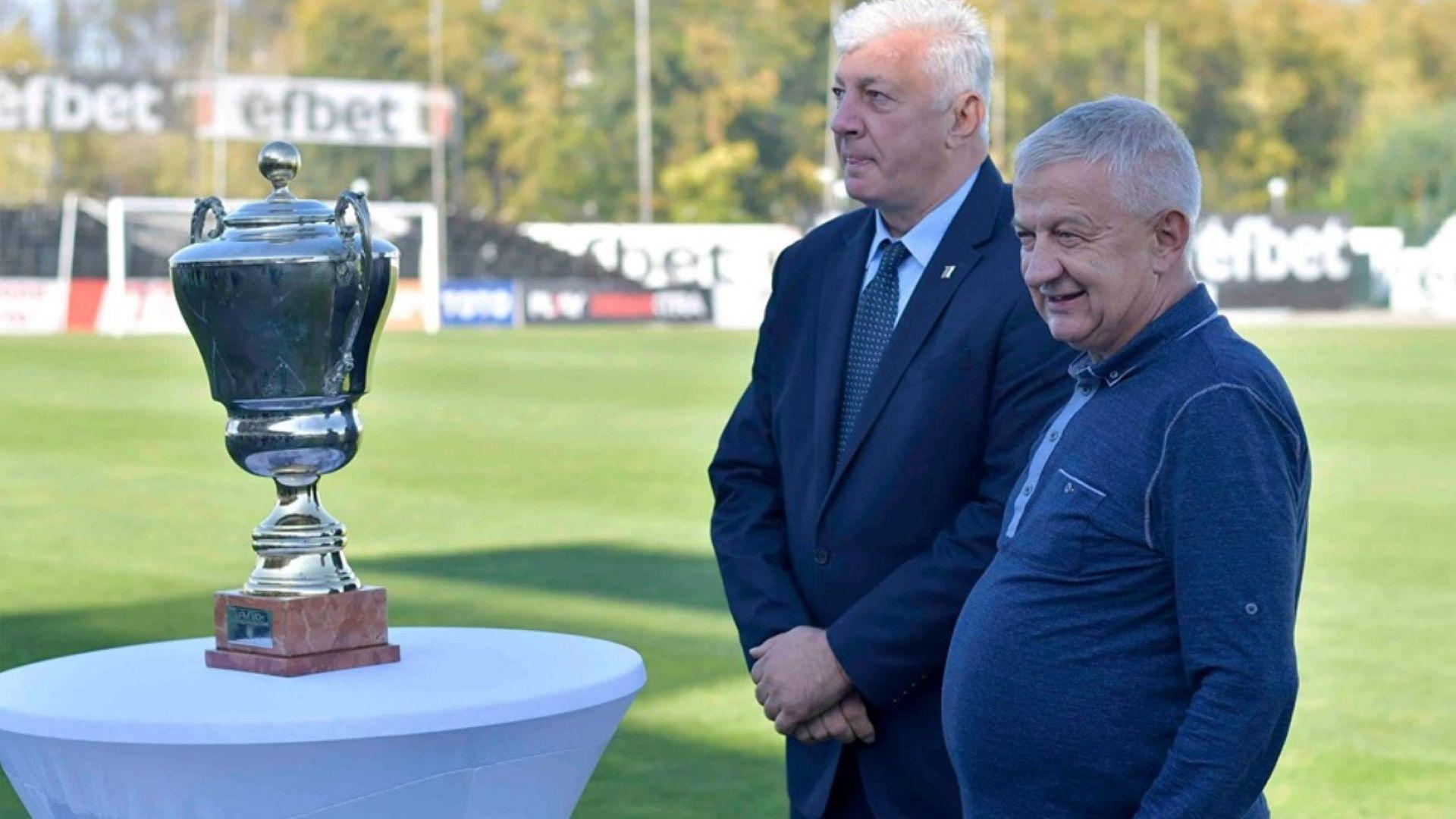 """Старият шампионски трофей се завърна на """"Лаута"""""""