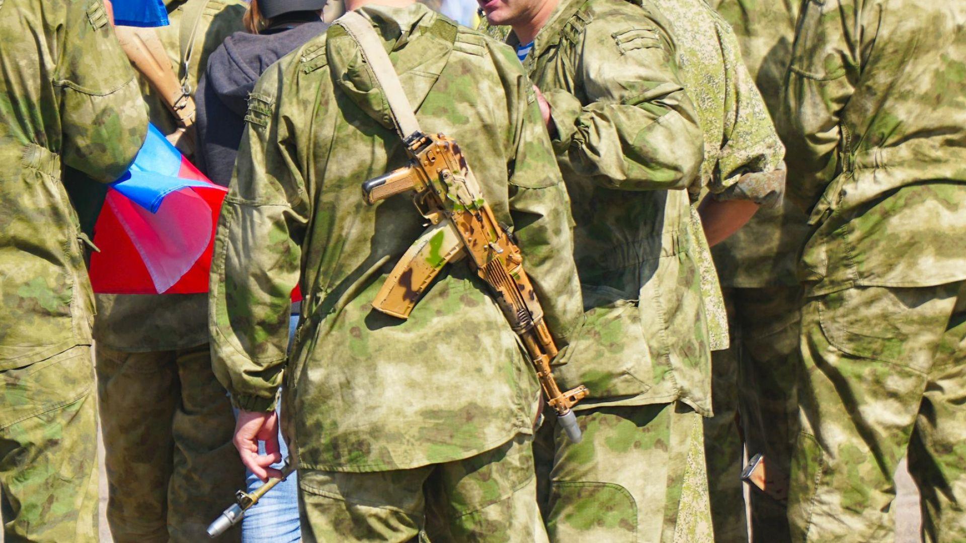 Военнослужещ в ремонтно-техническата база, разположена в Забайкалската територия в Сибир,