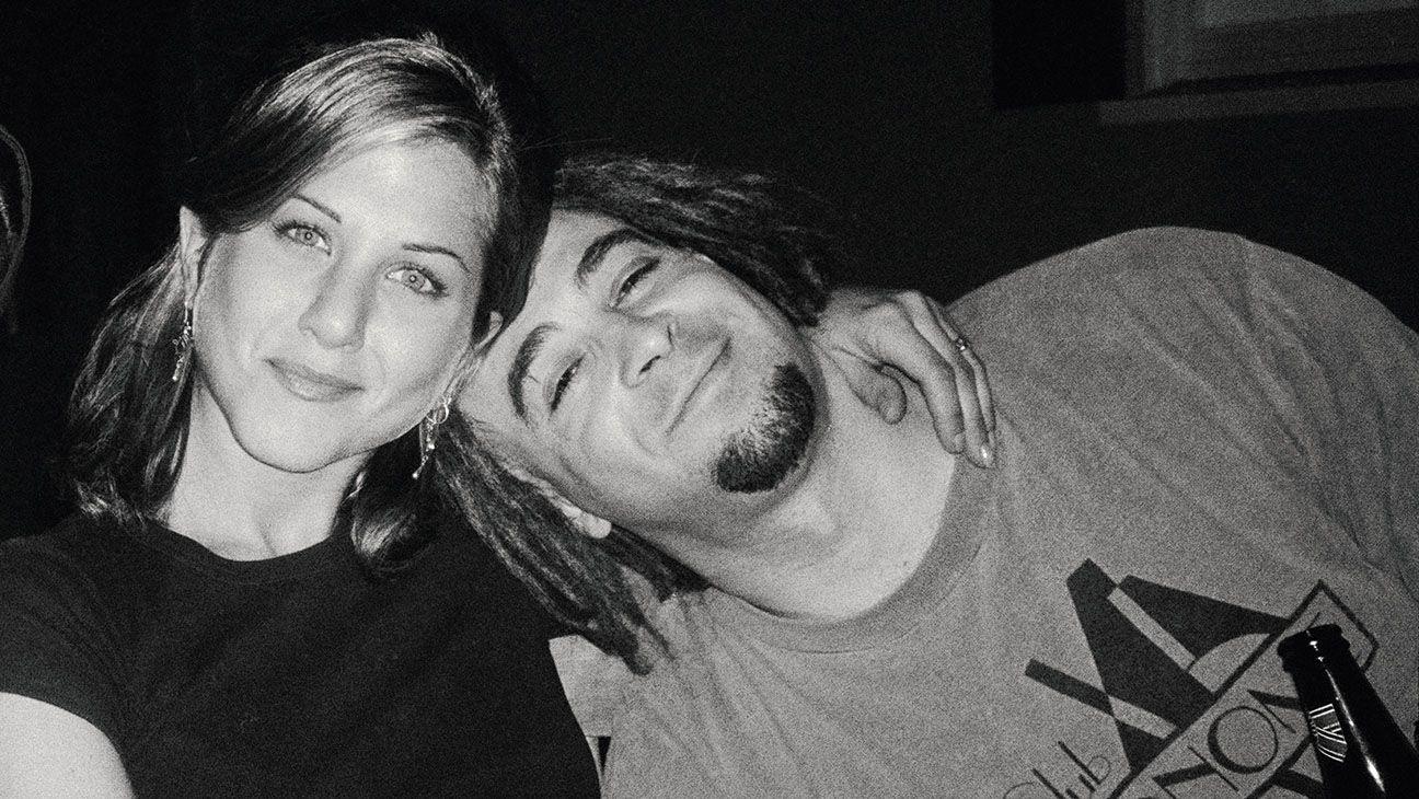 """Дженифър Анистън и Адам Дюриц от бандата """"Counting Crows"""" през 1995 г."""