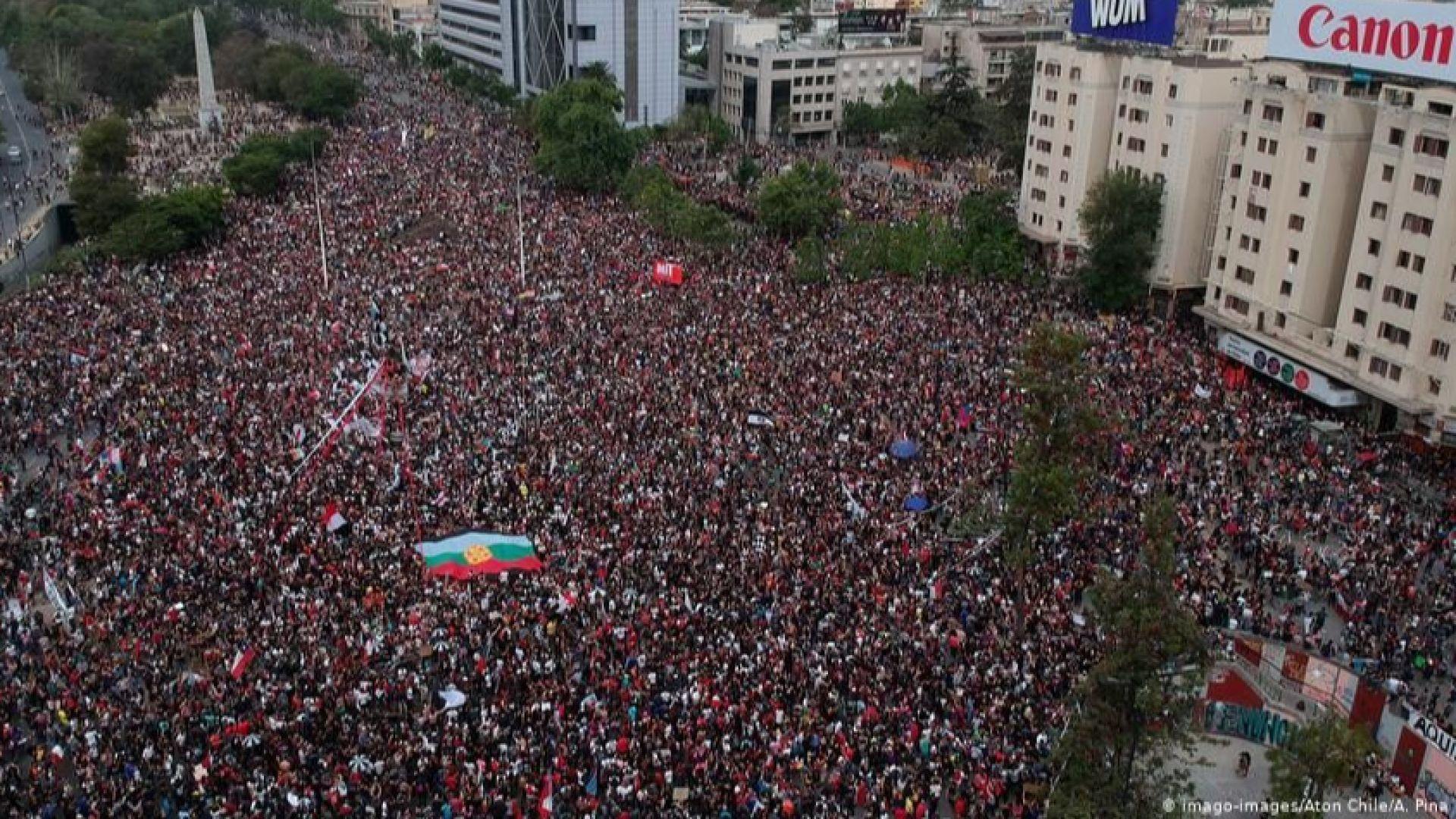Един милион излязоха на мегапротест срещу президента в Чили