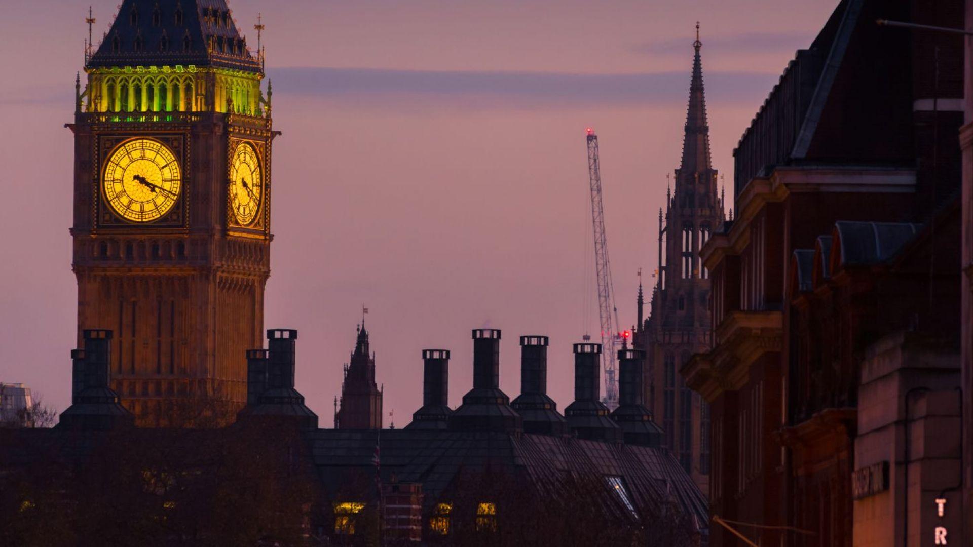 Да се обзаложим кое ще е първо: Брекзит или отмяната на лятното часово време?
