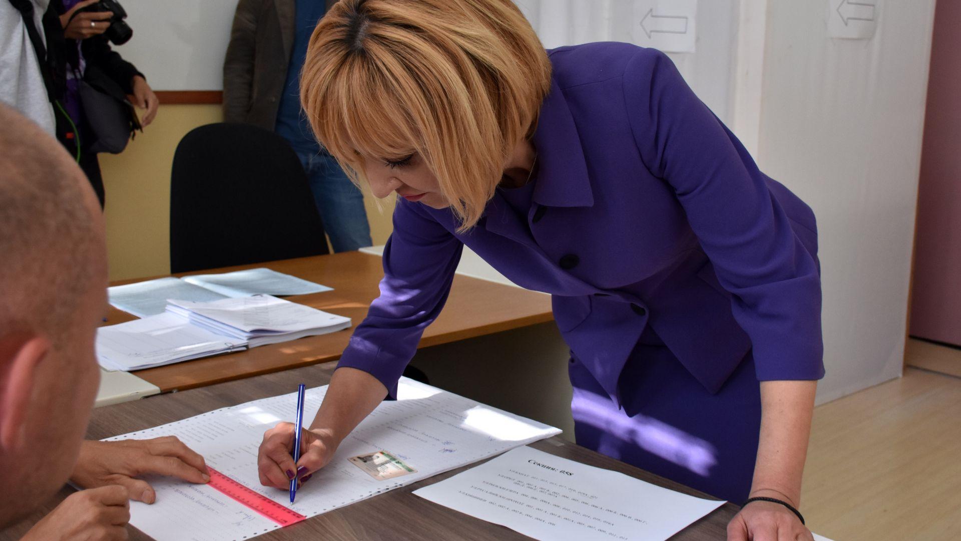 Мая Манолова: На балотажа в моя район ще гласувам за кандидата на Демократична България