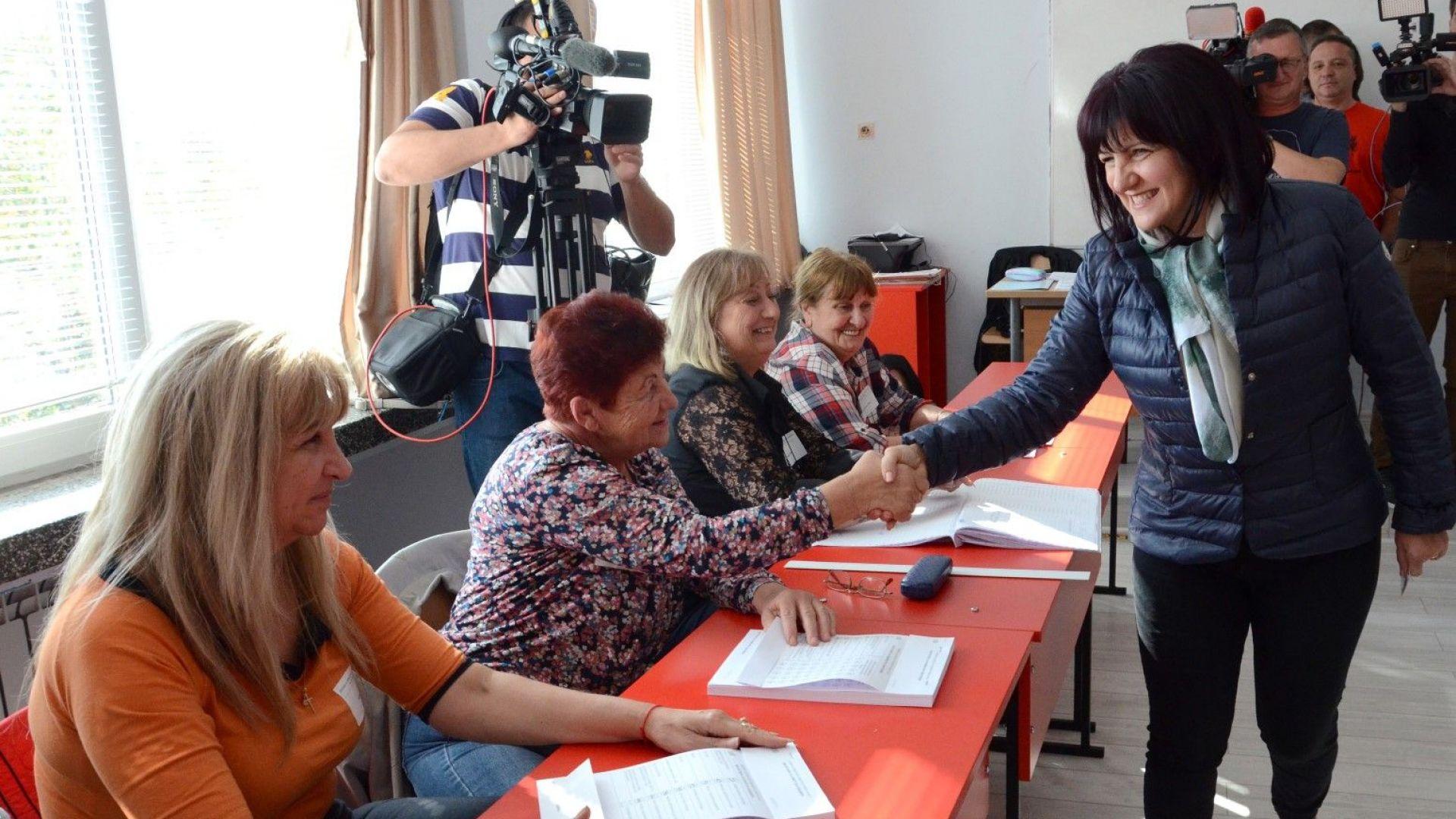 Цвета Караянчева предупреди: Не очаквайте извънредни парламентарни избори