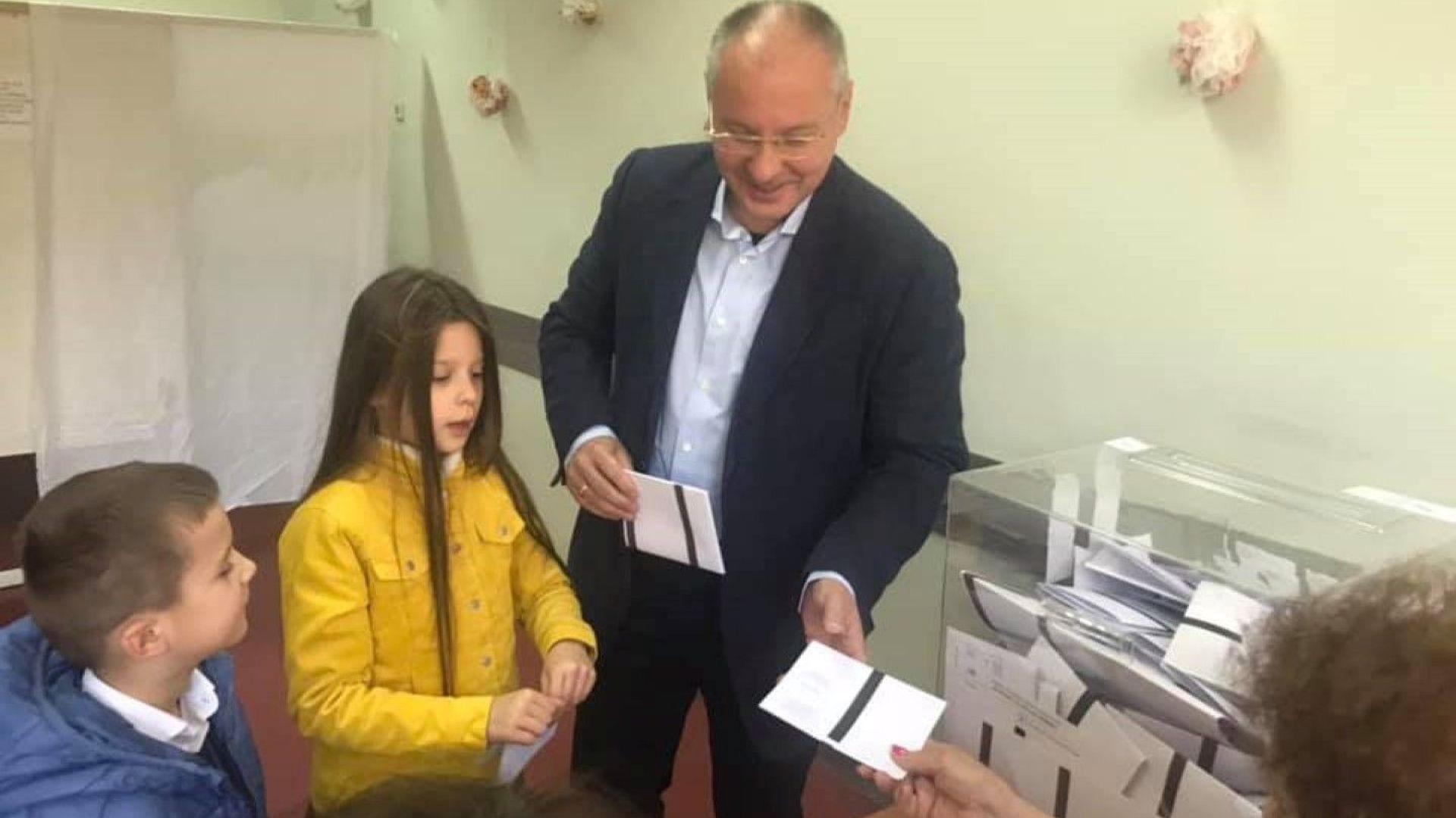 Станишев гласува за промяната в София