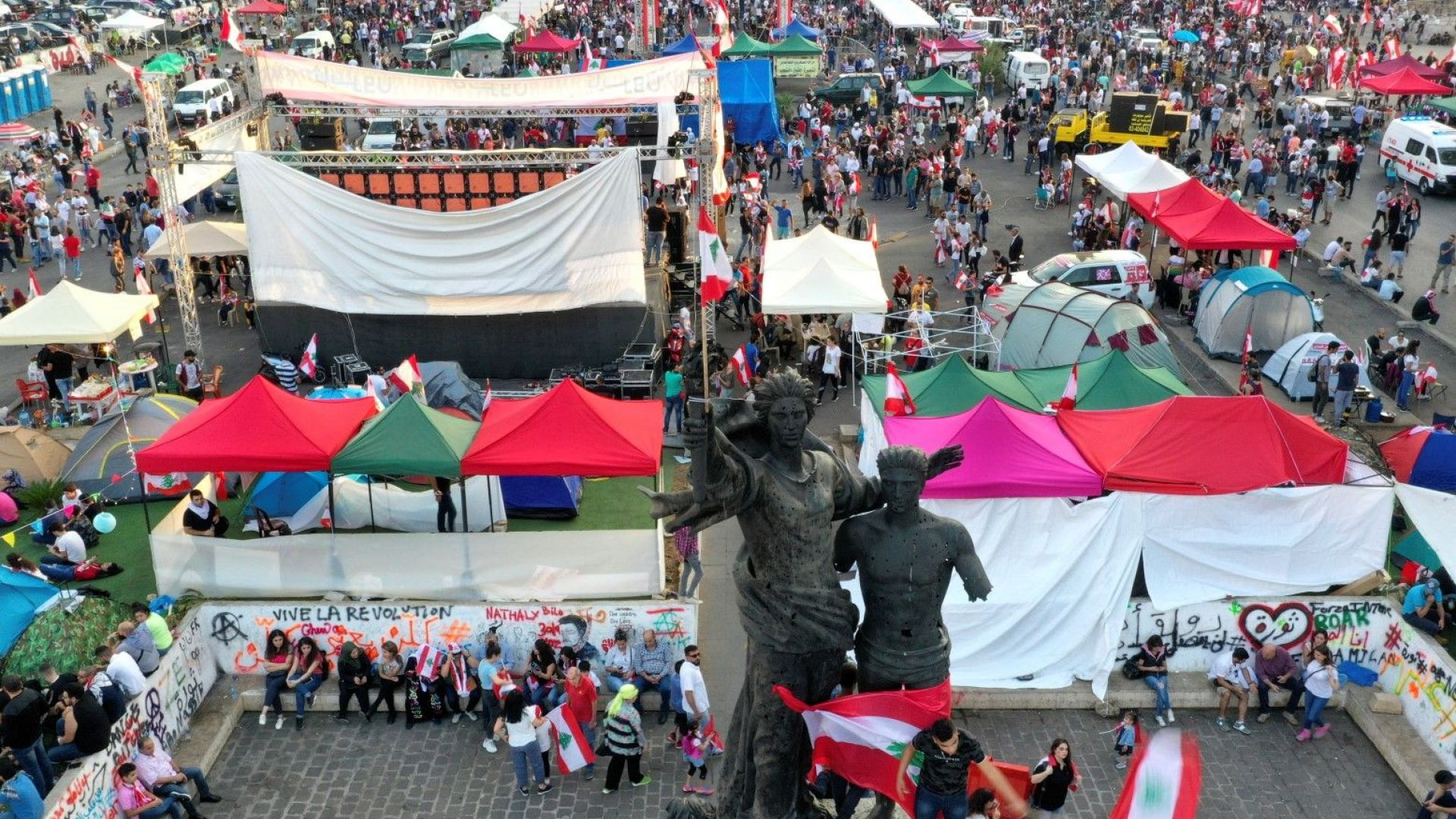 Десетки хиляди ливанци образуваха жива верига днес по протежението на