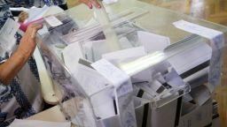 Гласуваме с бели бюлетини от непрозрачна хартия, за да не се разкрива тайната