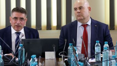 """Има ли """"огромно влияние"""" премиерът върху ВСС"""