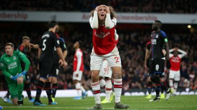 """Арсенал се провали в """"спечелен"""" мач, капитанът бе освиркан"""