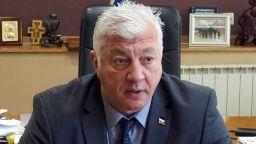 Спешно оперираха кмета на Пловдив, пада вкъщи и си чупи рамото