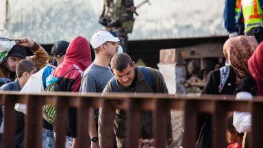 Бежанци се опитват да щурмуват границата край Пазаркуле