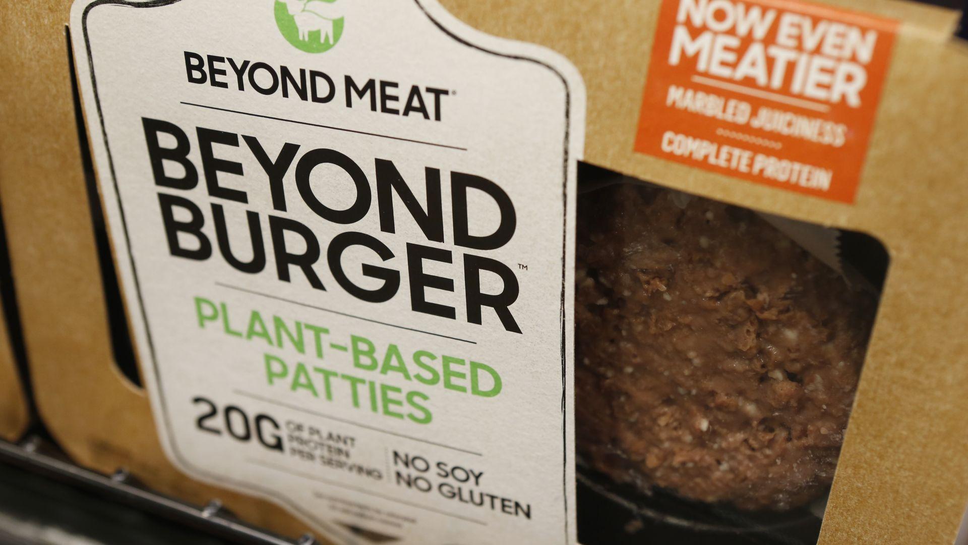 """Производителят на """"веган месо"""" Бийонд мийт отчете печалба за първи път"""