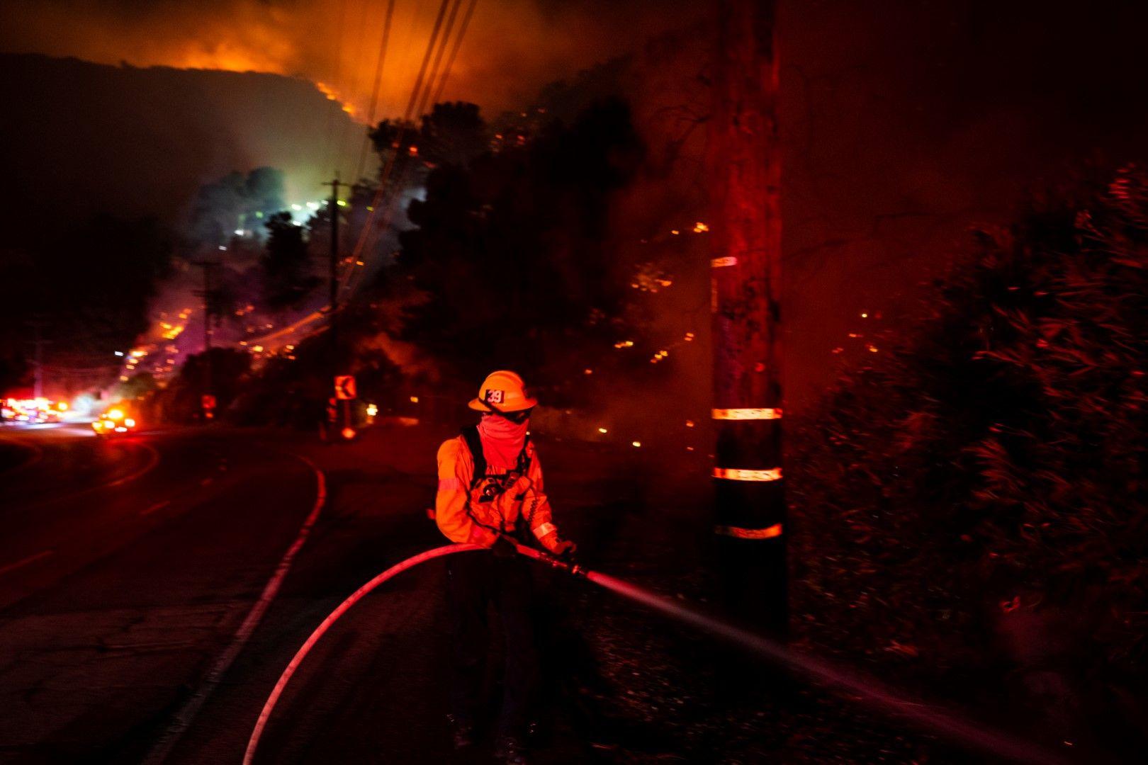 Пожар близо до центъра Гети в Лос Анжелос