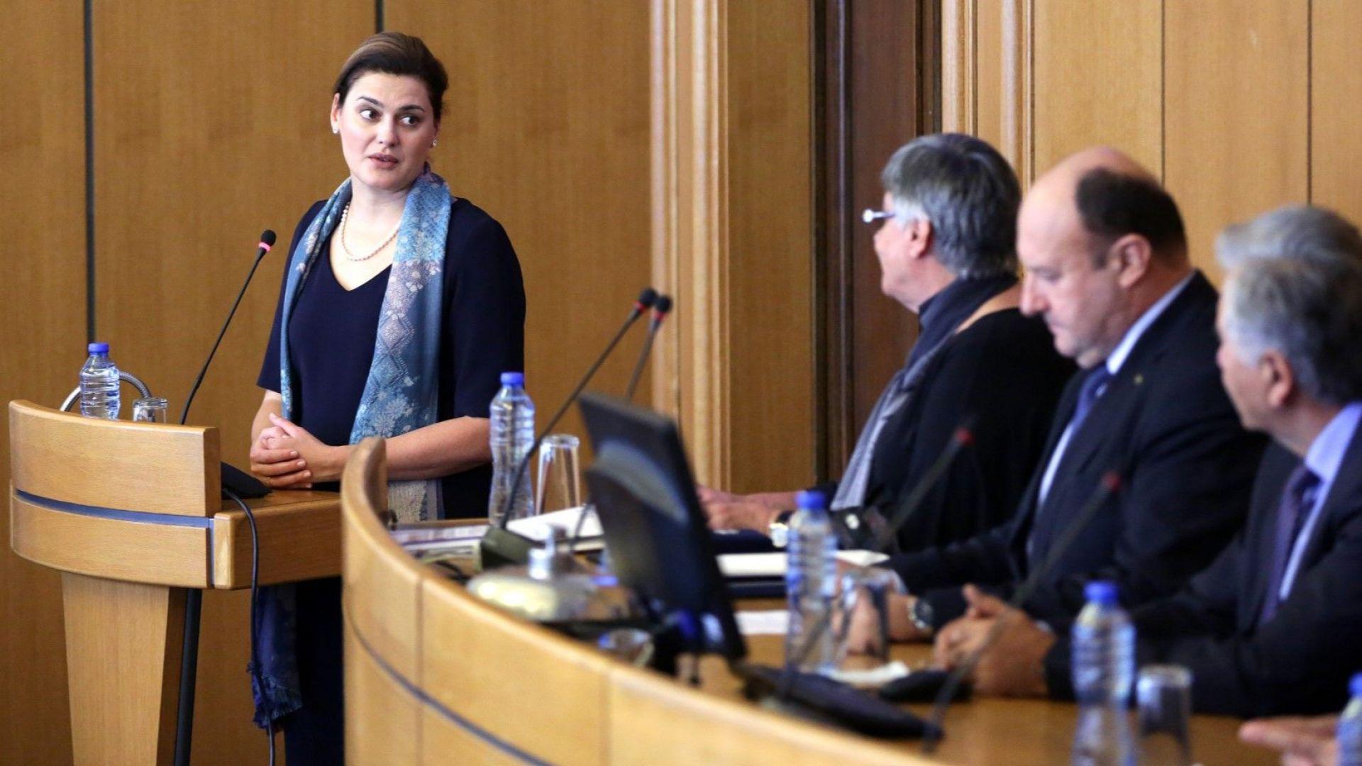 Заместник - министърът на образованието Карина Ангелиева по време на тържественото честване