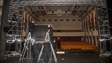 """24 часа строят сцената на """"Фантомът на операта"""" в Музикалния театър"""