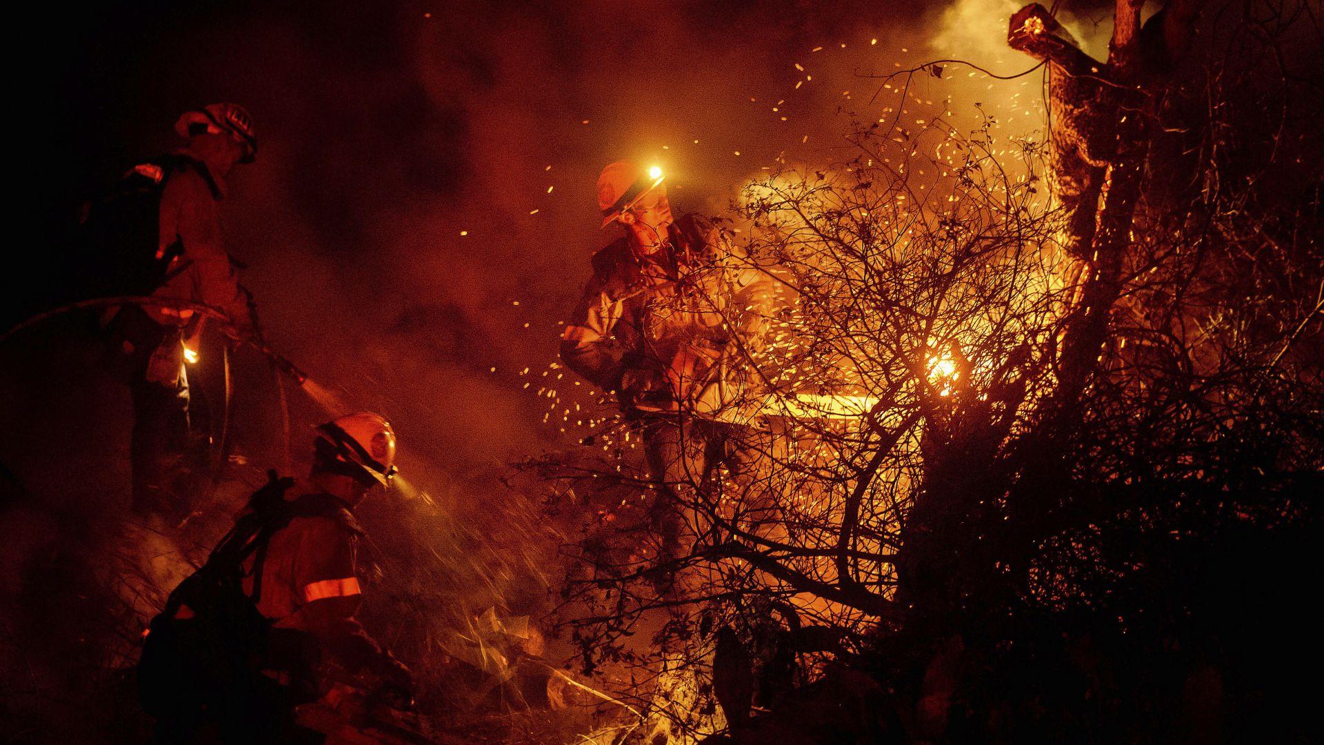 """Спасиха президентскатабиблиотека """"Роналд Рейгън"""" от огнения ад в Калифорния (видео)"""