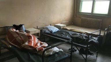 Евродоклад: Бият с пръчка и обездвижват с вериги в психиатрии и социални домове в България