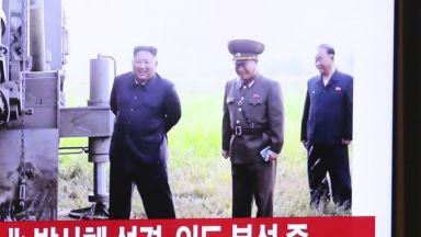Пхенян изстреля балистични ракети към Японско море (снимки)