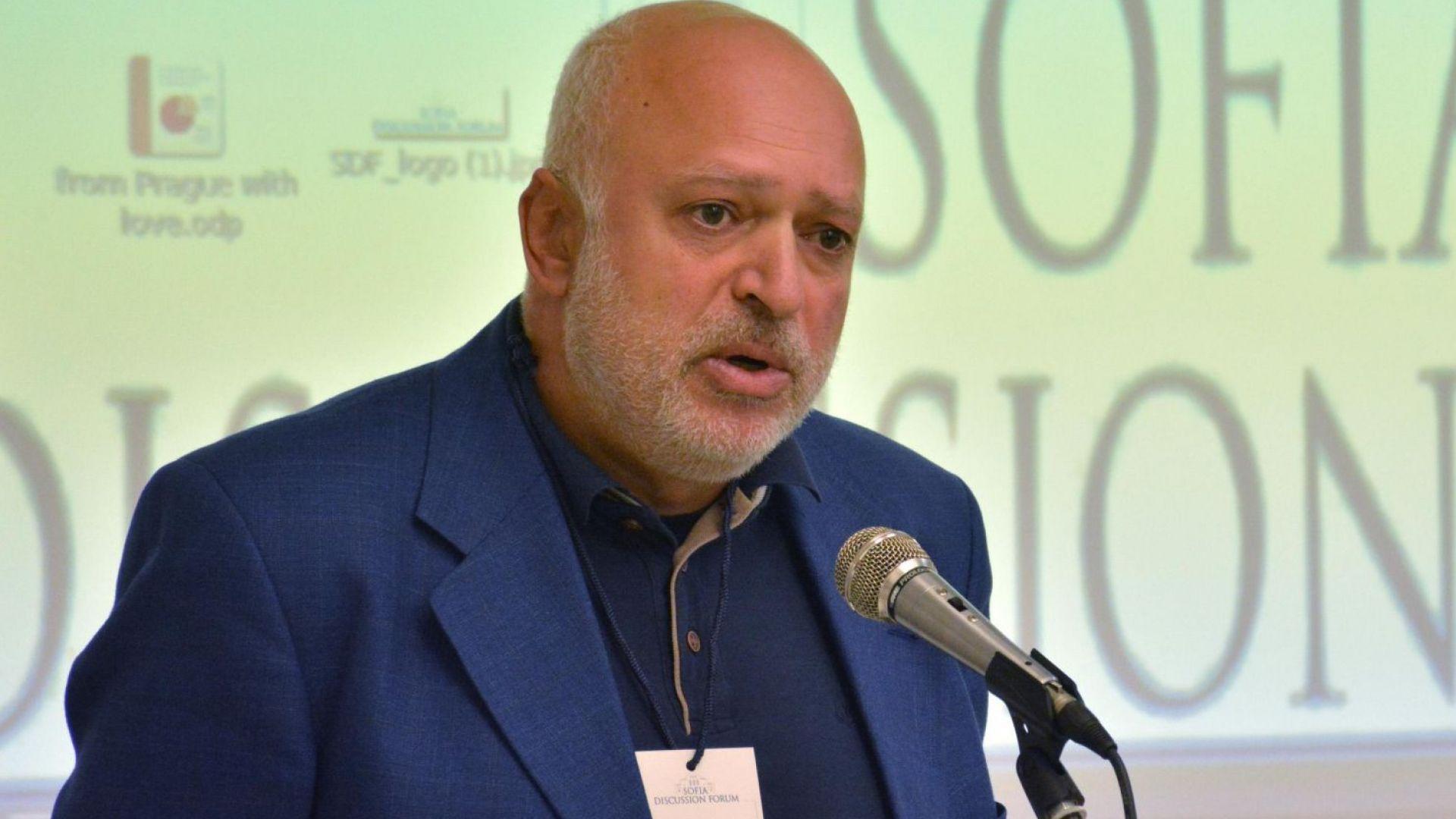 Велислав Минеков: Да свалим цветните знамена, както в Унгария и Турция, и опозицията да се обедини