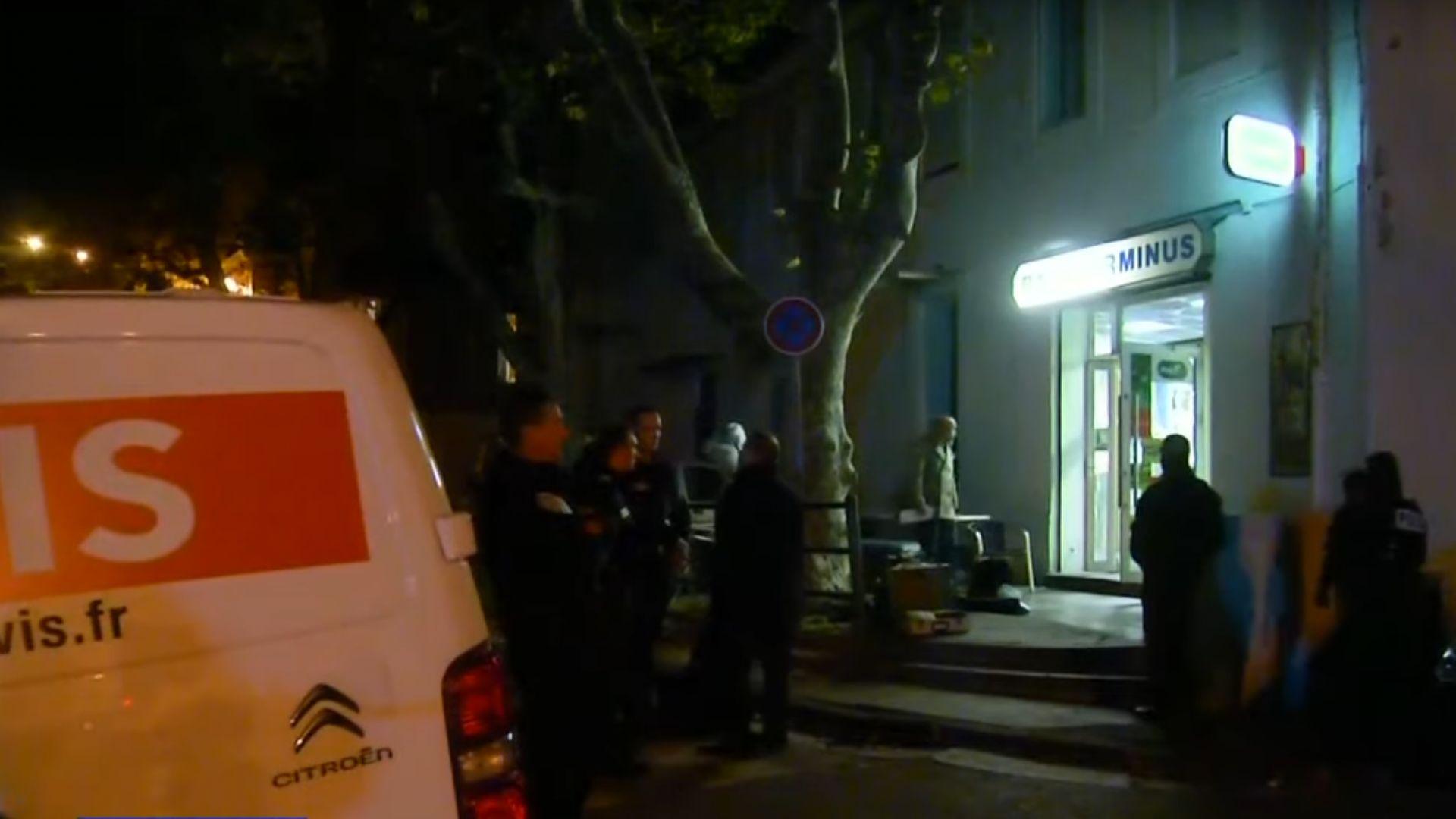 Мъж стреля с пушка помпа в бар и рани шестима в Марсилия