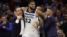 Обявиха наказанията, след като две звезди в НБА се сбиха