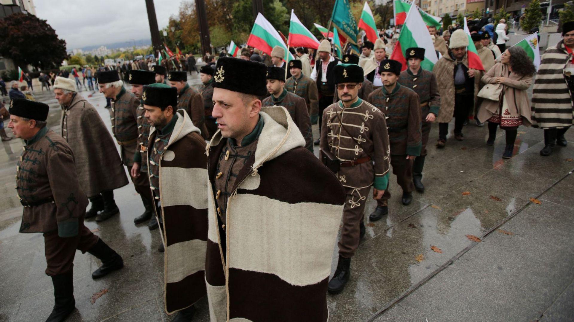 Участници във възстановки протестираха, че МВР им отнема оръжията (снимки)