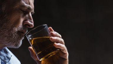 Каква е основната причина за пристрастяването към алкохола