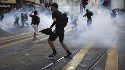 Пореден уикенд на протести и сблъсъци в Хонконг (снимки)