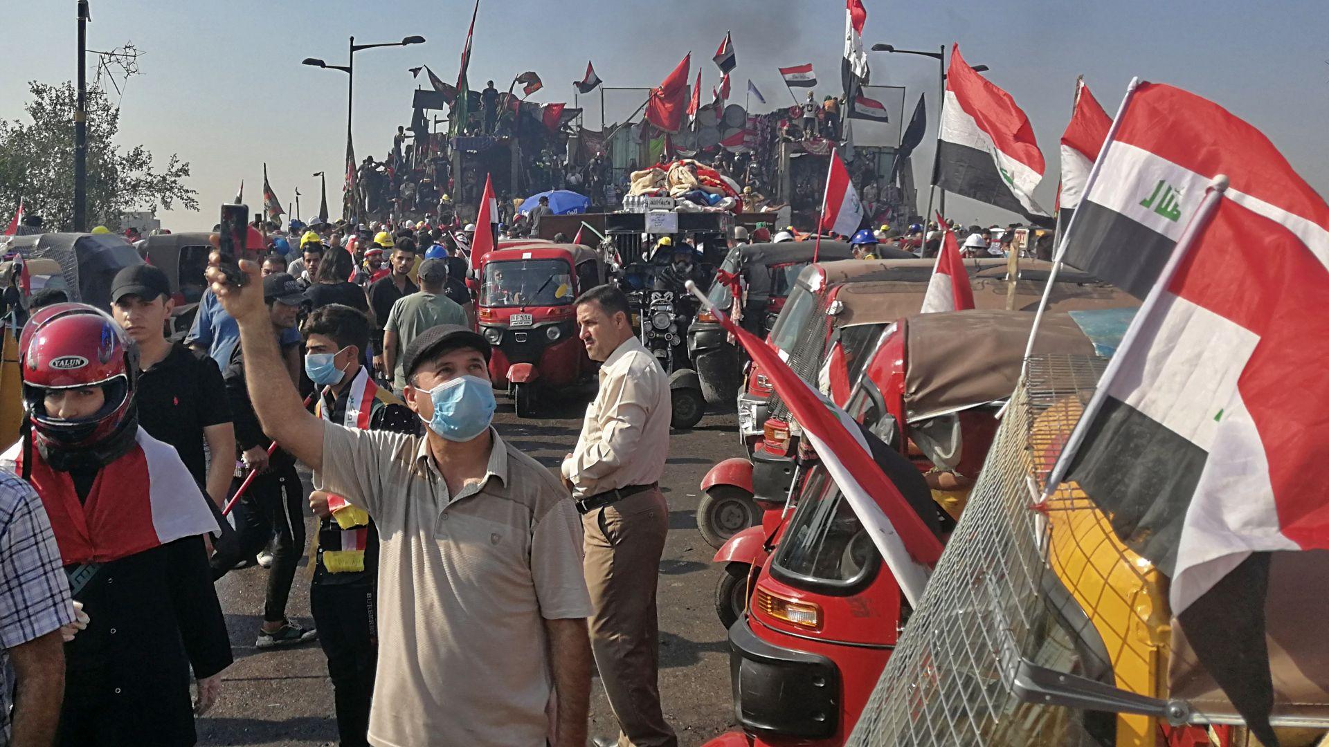 Нови сблъсъци между полиция и демонстранти избухнаха тази нощ в