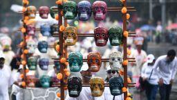 Черепи, маски, танцьори: Мексико отбеляза Деня на мъртвите с пищен парад (снимки)