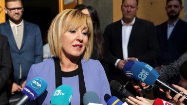 Манолова не прави партия, но тръгва из страната да събира недоволни граждани