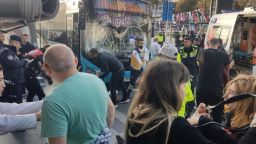 Шофьор на автобус помете 13 души на спирка в Истанбул (видео)
