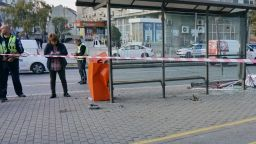 Млад шофьор помете четирима души на автобусна спирка във Варна (снимки)