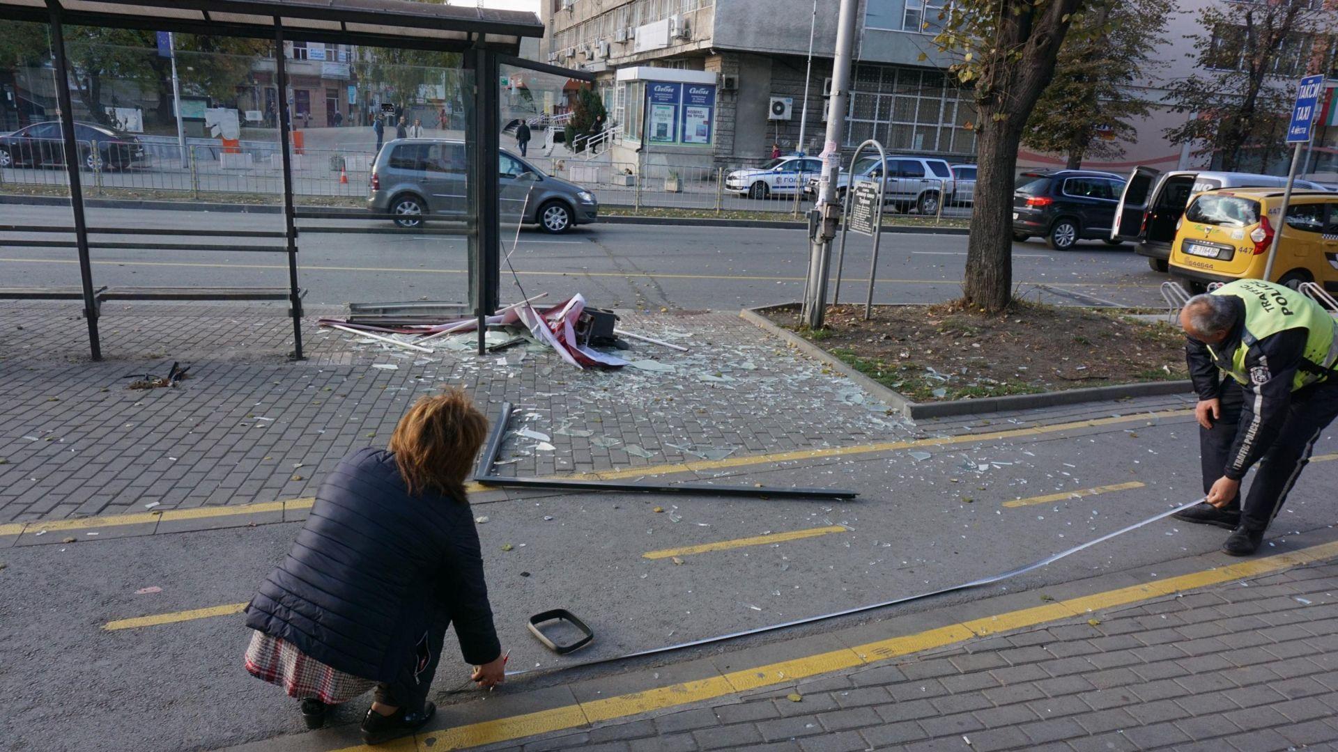 Остава критично състоянието на момичето, блъснато на спирка във Варна