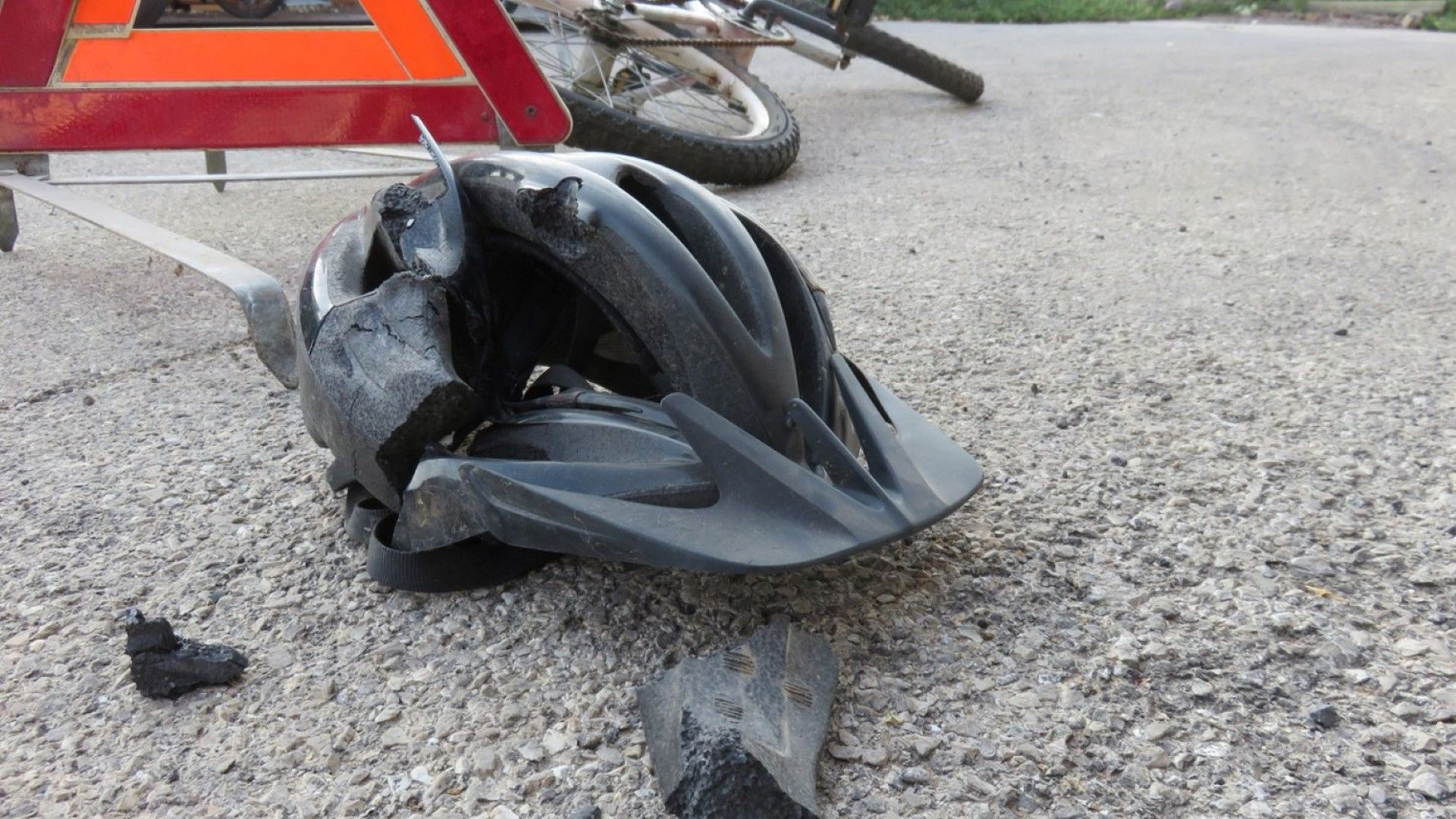 Велосипедист е загинал, пометен от влекач