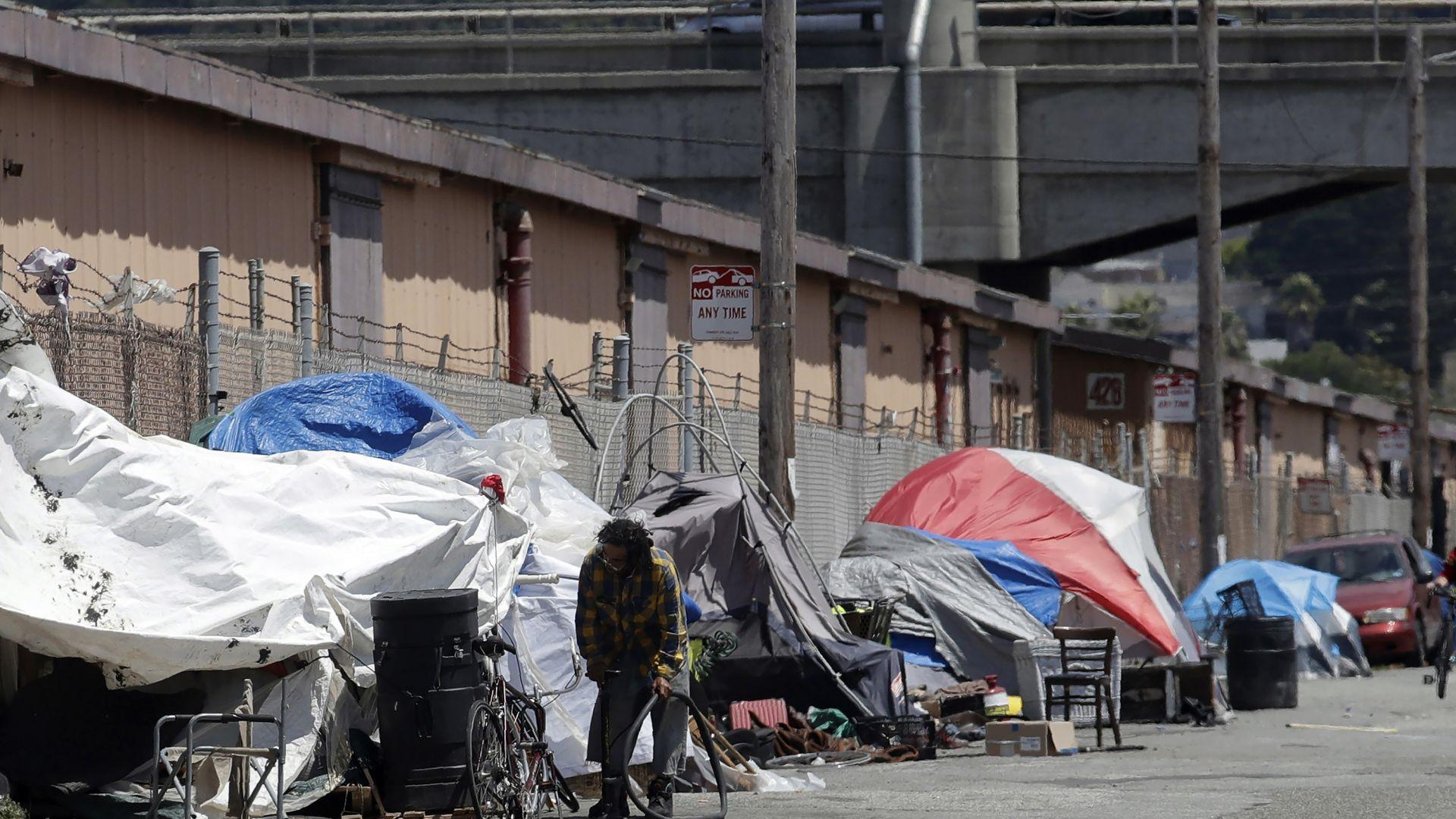 """""""Епъл"""" предлага 2,5 млрд. долара за справяне с жилищната криза в Калифорния"""